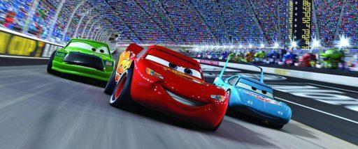 Lightning McQueen (mitte), und The King (rechts).