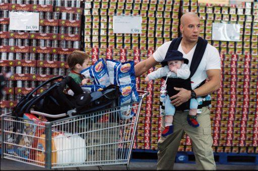 Elite Navy Seal Shane Wolfe (VIN DIESEL) kämpft auf ungewohntem Terrain  - im Vergleich zum Babysitting ist das Entschärfen von Bomben ein Kinderspiel! - Bitte beachten Sie, dass diese Bilder nur in Zusammenhang mit dem entsprechenden Filmstart bzw. Video/DVD-Start veröffentlicht werden dürfen.
